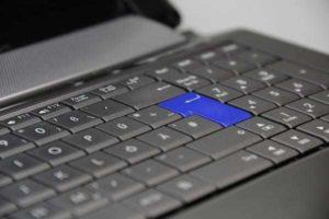 自作より安い!?ノートPC用に購入したキーボードアームがおすすめすぎる!!